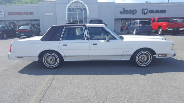 1988 Lincoln Town Car Base