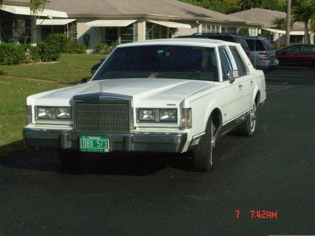 1988 Lincoln Town Car Signature Sedan 4 Door 5 0l For Sale Photos