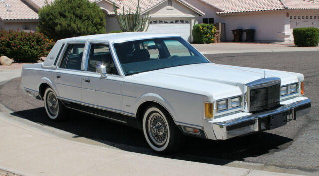1988 LINCOLN TOWN CAR SIGNATURE SERIES CLOTH WHITE WALLS WIRE WHEELS & CAPS!