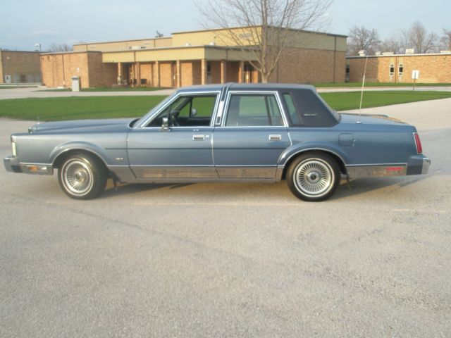 1988 Lincoln Town Car Signature Series Low Miles Nice Ride For Sale