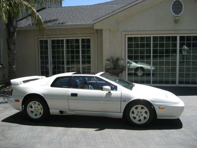 1988 Pearl White Lotus Esprit Esprit Turbo SE Anniversary Edition Coupe with Blue interior