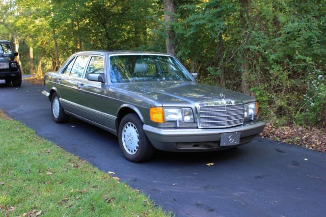 1988 Mercedes-Benz 400-Series