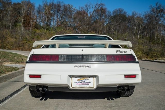 1988 White Pontiac Fiero 2 Dr Coupe Coupe with Gray interior