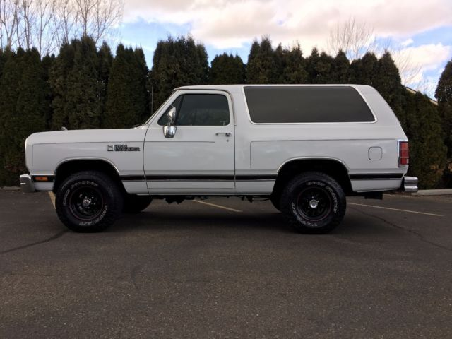 1988 White Dodge Ramcharger SUV with Blue interior