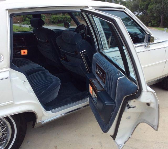 1988 White Cadillac Fleetwood Brougham