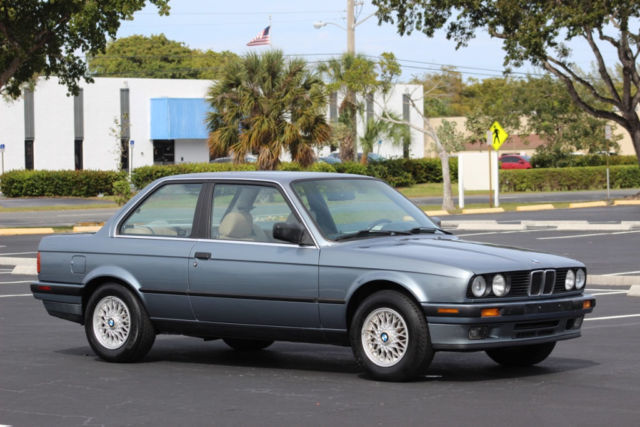1989 Blue BMW 3-Series 325i with Tan interior