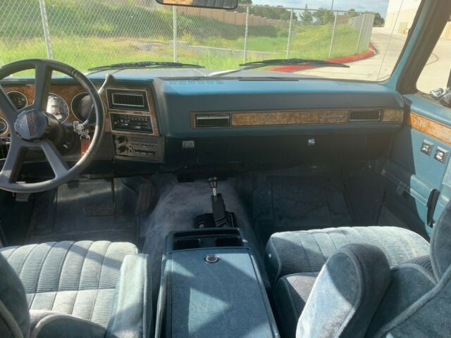1989 Blue Chevrolet Suburban 1500 SUV with Blue interior