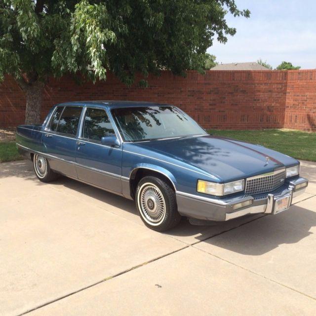 1989 Classic Cadillac Fleetwood Sedan Blue