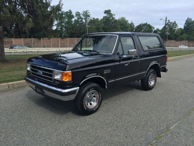 1989 Ford Bronco ONLY 1,563  MILES!  MUSEUM QUALITY LIKE BRAND NEW!