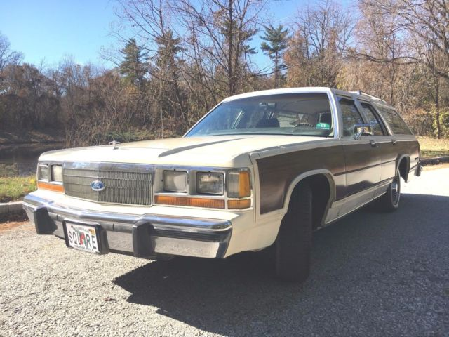 1989 Ford Crown Victoria COUNTRY SQUIRE
