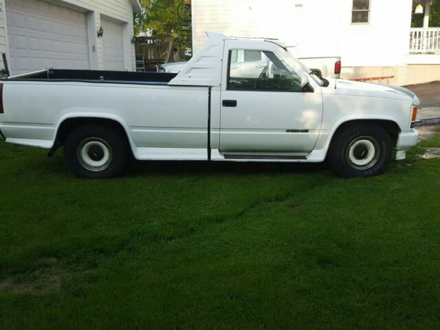 1989 White GMC Sierra 1500 1500 Standard Cab Pickup with Gray interior