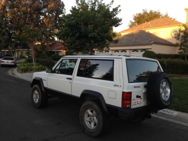 1989 jeep cherokee xj sport 2 door 4 0l 4wd clean title with 121 000 miles for sale photos. Black Bedroom Furniture Sets. Home Design Ideas