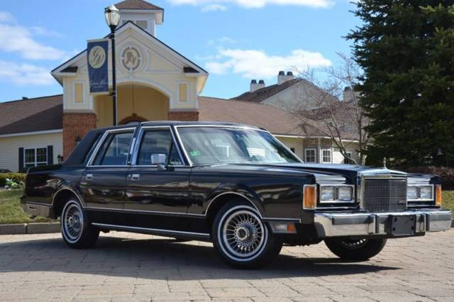 1989 Lincoln Town Car Base 4dr Sedan Automatic 4 Speed Rwd V8 5 0l