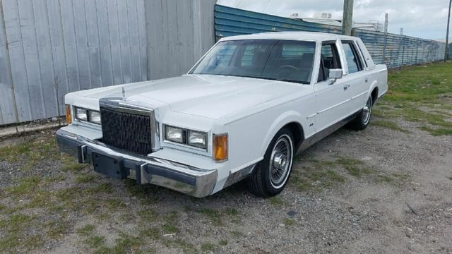 1989 Lincoln Town Car Signature Series White And Grey Garage Kept