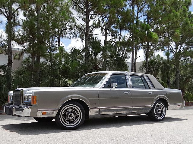 1989 Lincoln Towncar Cartier No Reserve Low Miles No Rust