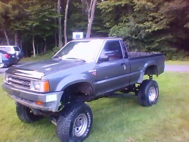 1989 Mazda B 2600 4x4 Lifted Custom Low Miles Only 49k
