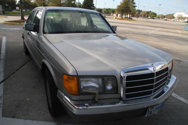 1989 Mercedes-Benz 300-Series Base Sedan 4-Door