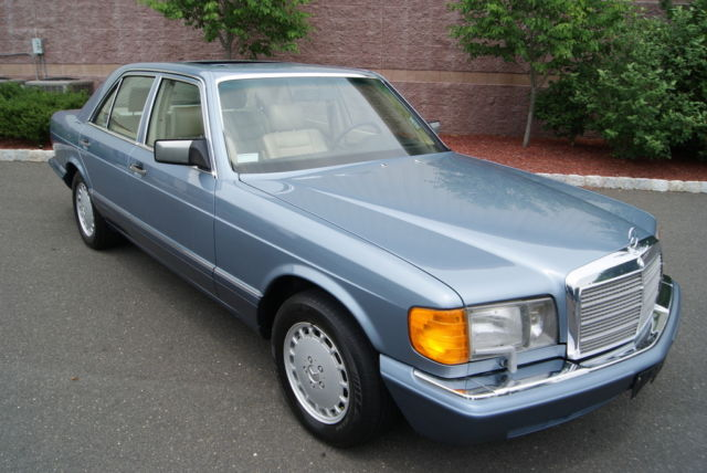 1989 Mercedes-Benz 300-Series SE