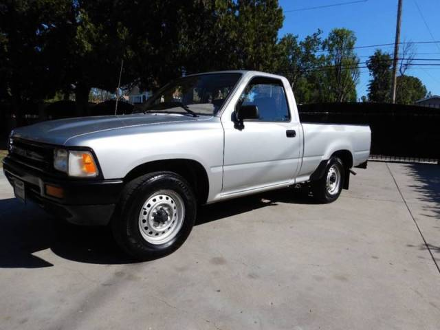 1989 Toyota Tacoma Deluxe 2dr Standard Cab SB