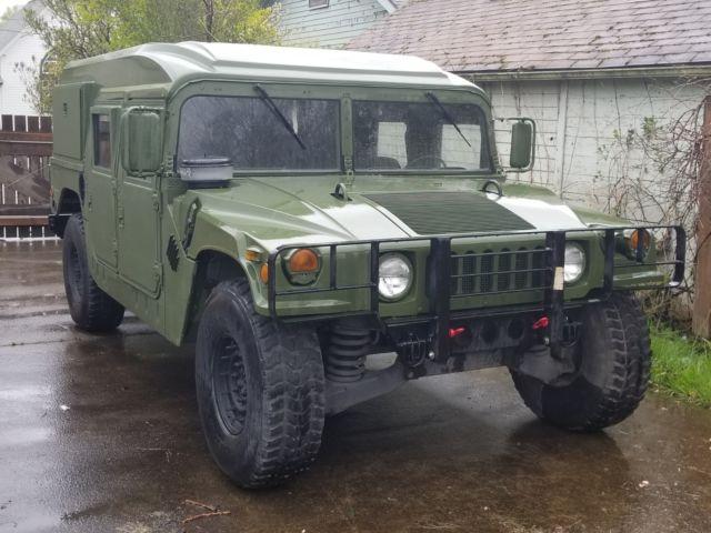 1990 am general m998 hmmwv hummer h1 humvee helmet top military vehicle on road 1 1990 am general m998 hmmwv hummer h1 humvee helmet top military