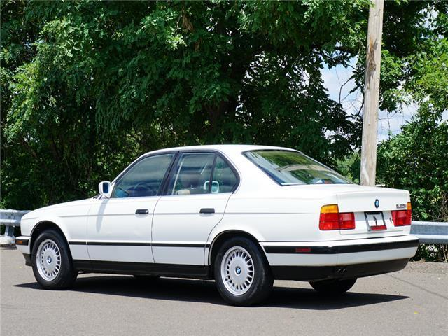 1990 White BMW 5-Series 525i -- with Beige interior