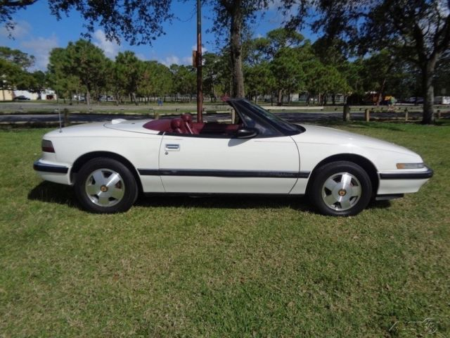 1990 White Buick Reatta Convertible Convertible with Red interior