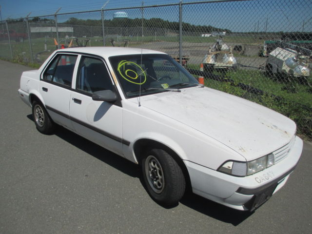 1990 White Chevrolet Cavalier with Gray interior