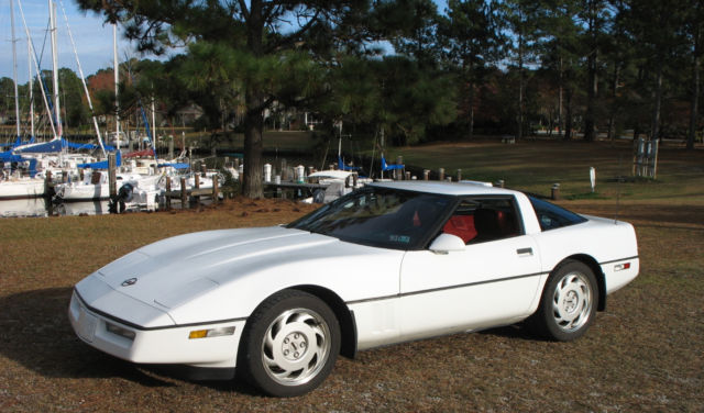 1990 Chevrolet Corvette Base 2dr Hatchback