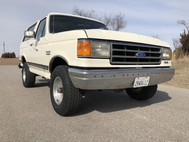 1990 Ford Bronco --