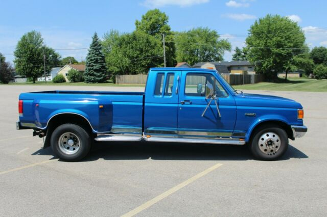 1990 Blue Ford F350 Extended Super Cab Pickup with Blue interior