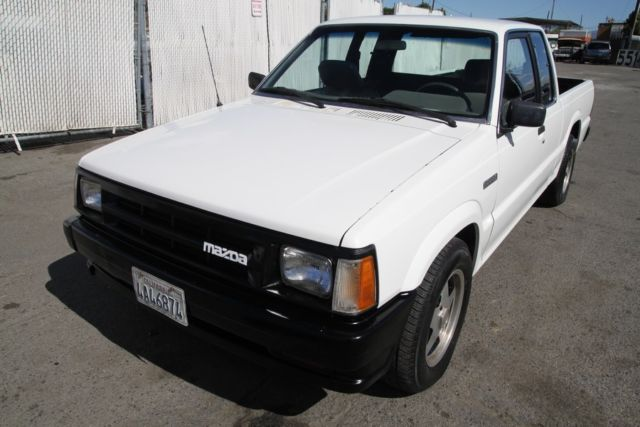 1990 Mazda B2200 5 Speed Manual 4 Cylinder NO RESERVE For