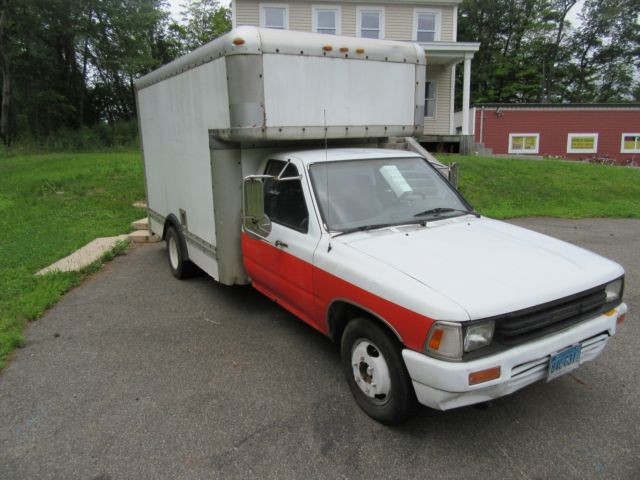 1990 v6 toyota 1 ton dually box truck retired uhaul for sale photos technical specifications. Black Bedroom Furniture Sets. Home Design Ideas