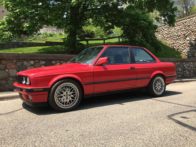 1991 BMW E30 318is with V8 Engine Swap and 6 speed