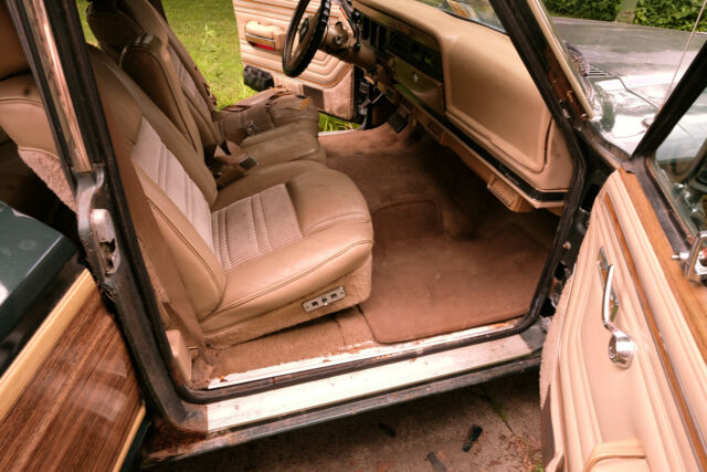 1991 Hunter Green Jeep Grand Wagoneer SUV with Tan interior