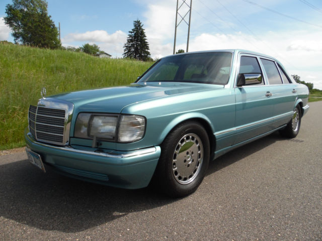 1991 Mercedes-Benz 400-Series Base Sedan 4-Door