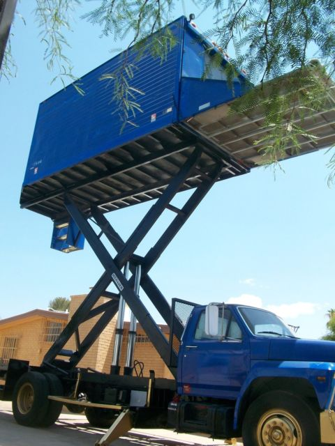 1991 Super High Lift F700 Ford Box Truck For Solar Or