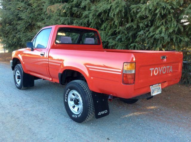 1991 Toyota 4x4 SR5 HiLux Pickup Truck Pre Tacoma 22RE 5