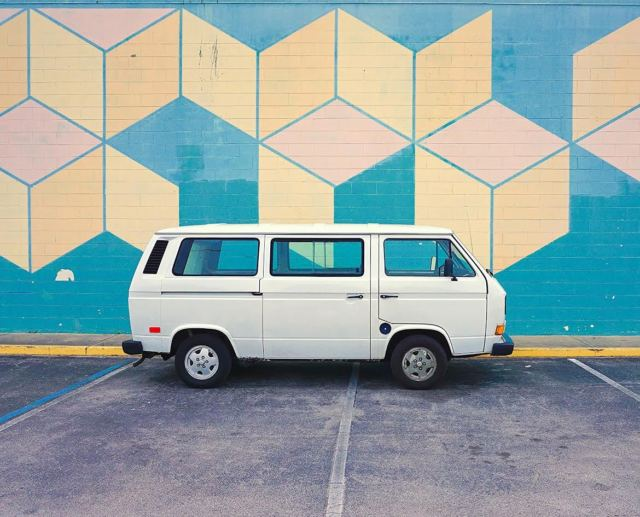 1991 White Volkswagen Bus/Vanagon Van Camper with Gray interior