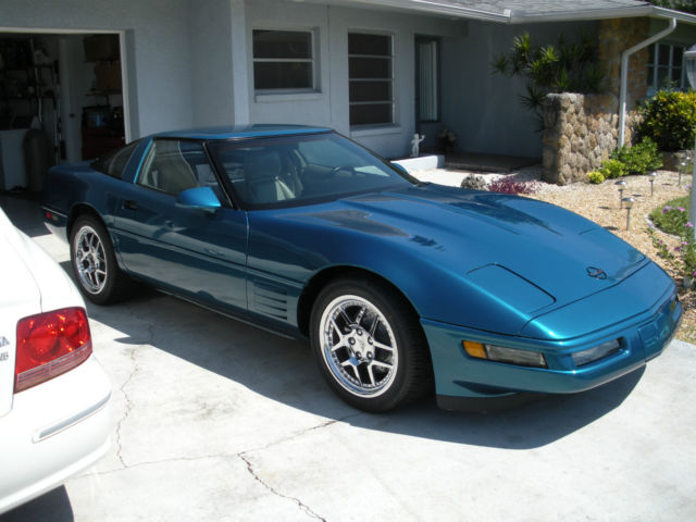 1992 Chevrolet Corvette Base Hatchback 2-Door