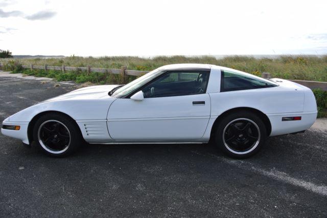 1992 Corvette LT1 6 speed very low miles  Looks and runs like new