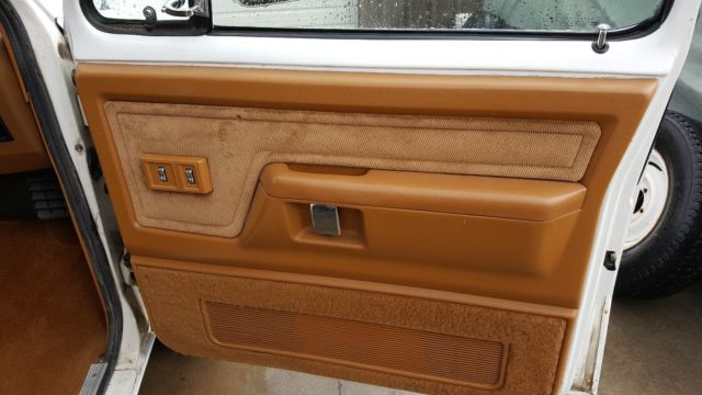 1992 White Dodge Ramcharger SUV with Gold interior