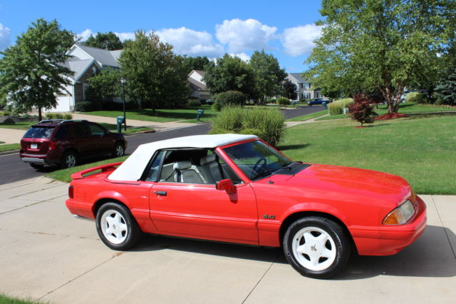 1992 Ford Mustang SUMMER EDITION FEATURE CAR