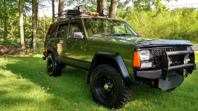 1992 Jeep Cherokee Lifted And Tastefully Tricked Out