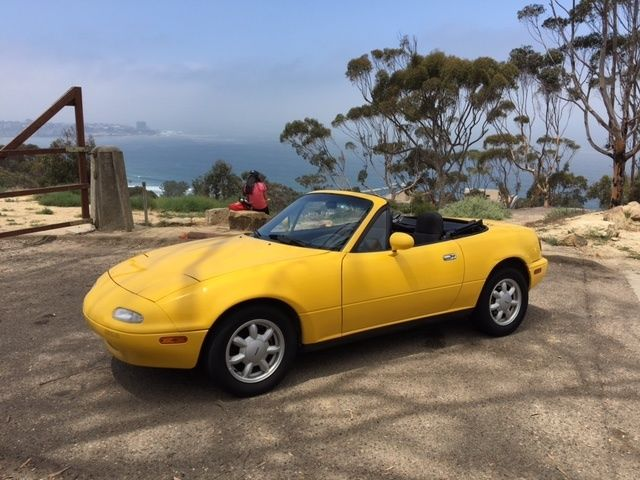1992 mazda miata in rare sunburst yellow for sale photos technical specifications description. Black Bedroom Furniture Sets. Home Design Ideas