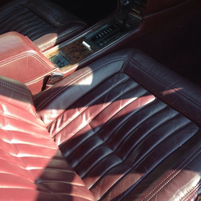 1993 Buick Riviera Luxury Coupe 2-Door 3.8L-Nice Ride-10