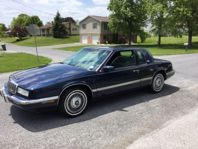 1993 Buick Riviera Luxury Coupe 2-Door