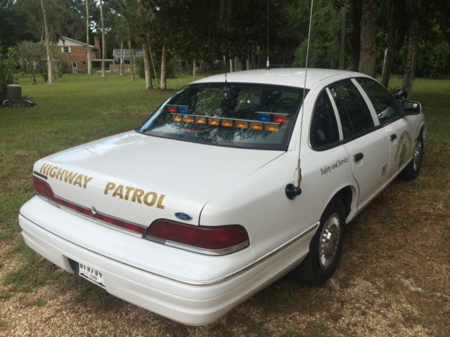 208778 1993 Ford Chp Crown Victoria Slick Top Police Interceptor Sedan 4 Door 46l on white door bumpers