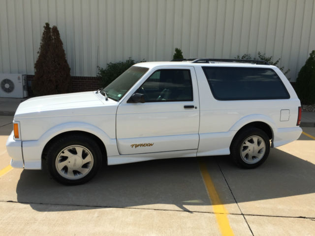 19930000 GMC Typhoon