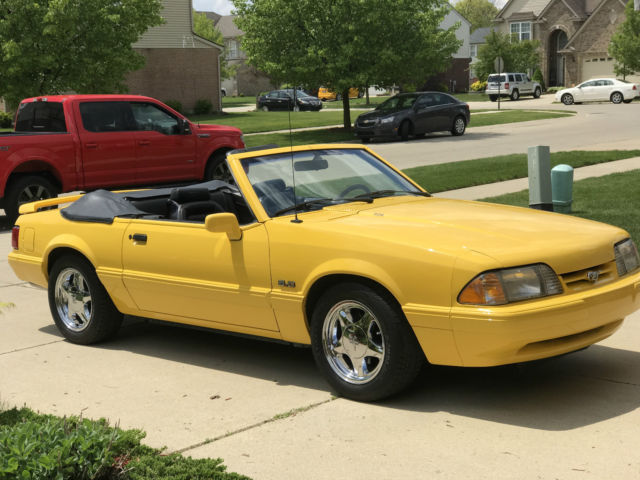 1993 Ford Mustang LX Convertible 2-Door