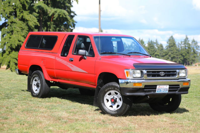 1993 Red Toyota PICK UP 4X4 LOW MILES TACOMA SR5 DLX  TOYOTA PICK UP TACOMA 4X4 22RE Extended Cab Pickup with Gray interior